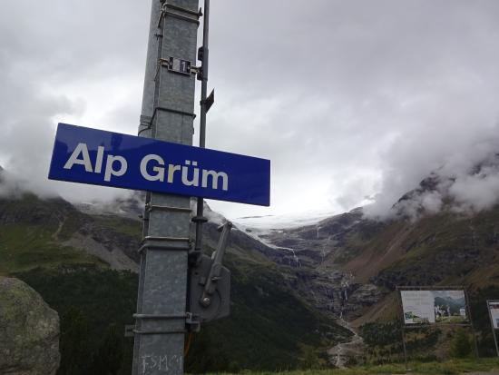Alp Gruem, Sveits: 駅の看板