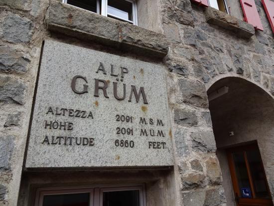 Alp Gruem, Szwajcaria: 標高を示すプレート