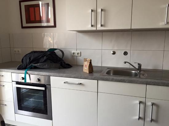 Central City Hotel : kitchen with utensil