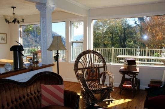 The Ledge House Bed and Breakfast: Family room