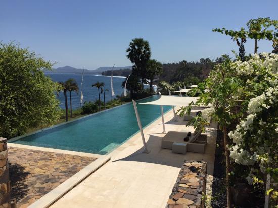 Infinity Pool Und Kuste Picture Of Shunyata Villas Bali Seraya Tripadvisor
