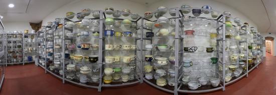 Museum of Chamber Pots and Toilets: Pohled do expozice nočníků