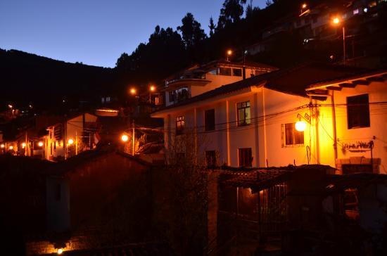 Sunset Hostel Cusco - Backpackers: Puerta del hostel