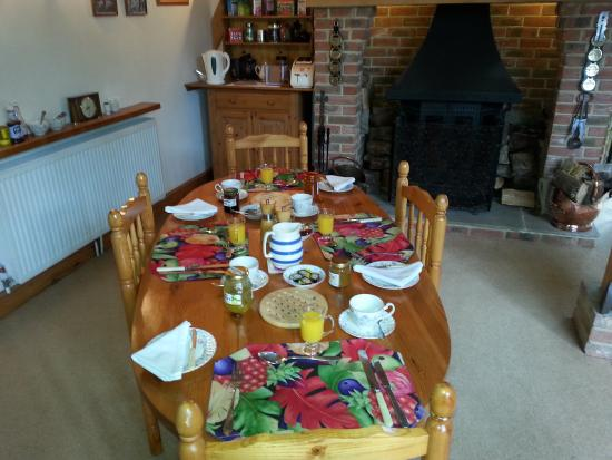 Foxleigh Barn B&B: The table set for breakfast.