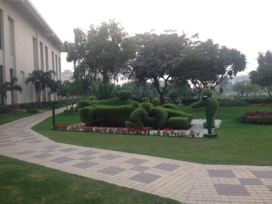 Jaypee Greens Golf and Spa Resort: F1 topiary