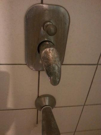 Esat Hotel: disgusting,filthy...proof is in the pics,room 506...pics dont lie