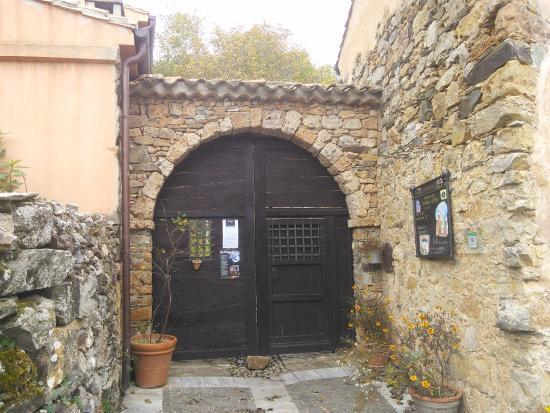 Il grande portale della casa del folletto foto di le for Costo della grande casa
