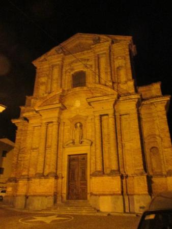 Bossolasco, Italia: la morra chiesa
