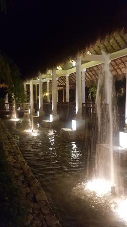 valentin imperial riviera maya hotel grounds