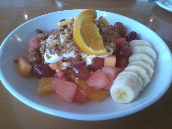 Stella's Cafe & Bakery: fresh fruit parfait