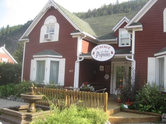 Spectacles du village vacances petit saguenay video of for Auberge du jardin petit saguenay