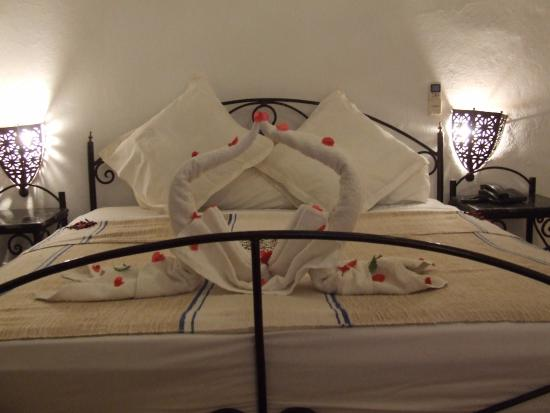 Kasbah Tizimi : Petals and sculpted towels- so much effort