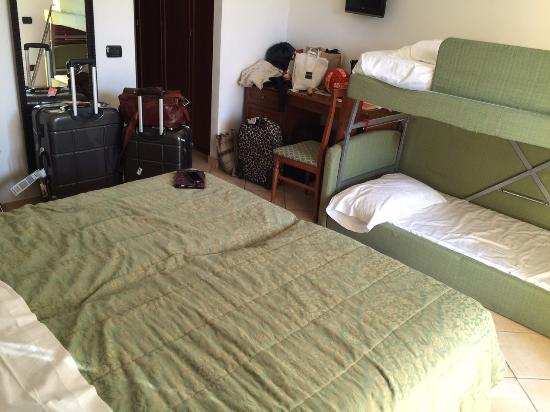Hotel Baja: Quad room -small and stuffy