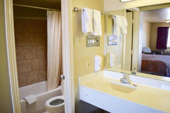 Countryside Inn : Bathroom