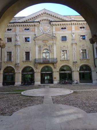 Casa Museo Palazzo Valenti Gonzaga: Ingresso del Palazzo.