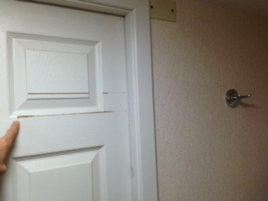 Delicieux Quality Inn Moab Slickrock Area: The Wall Hook Screws Scratch The Pocket  Door When You