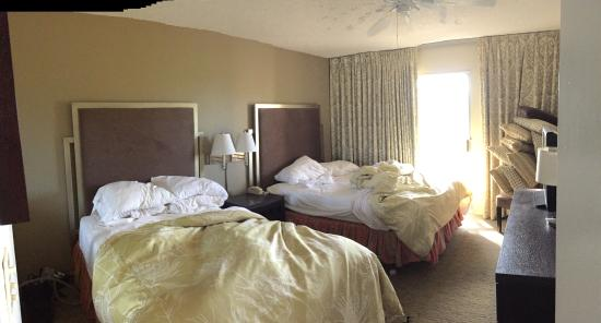 Plantation Hale Suites: bedroom - sorry, right when we were leaving