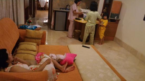 Club Bali Family Suites at Legian Beach: Santai bersama keluarga
