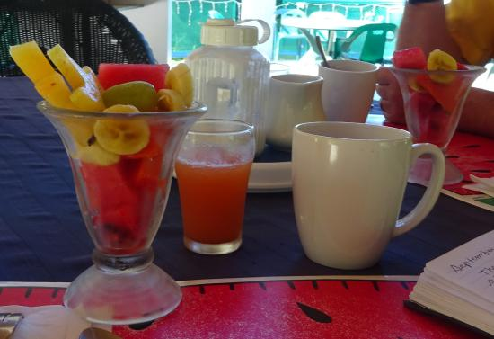 TJ Ranch: Fresh fruit salad with juice and coffee.