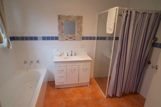 Dunes at Robe : Blue cottage bathroom