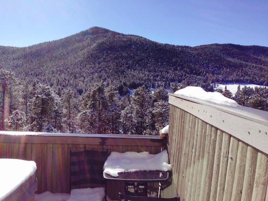 Arrowhead Manor : Our amazing view from our balcony facing the mountains!