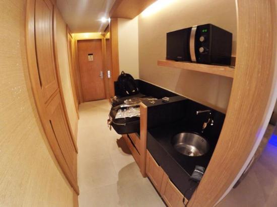 Avista Hideaway Phuket Patong - MGallery Hotel Collection: Walkway, mini kitchen