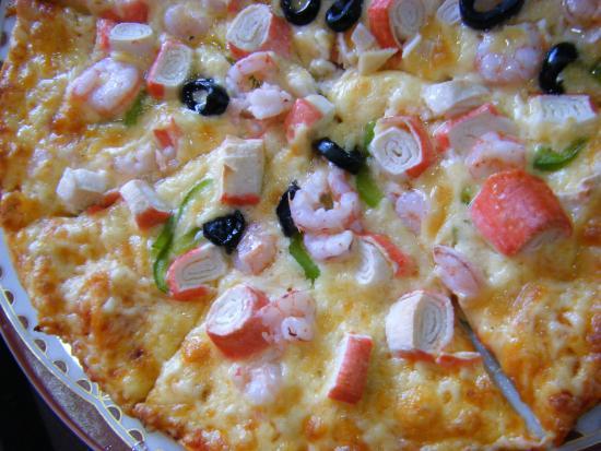Chez Aziz : Pizza w/ seafood. Cheesy goodness