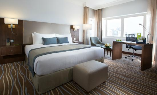 Holiday Inn Abu Dhabi Downtown: room