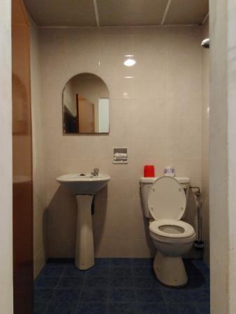 Chong Hoe Hotel: Bathroom