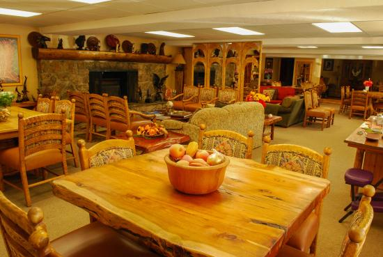 "Cottonwood Hot Springs Inn & Health Spa: ""Great Room"" for Business or Socializing"