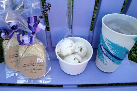 Sequim, WA: Lavender flavored goodies - ice cream, cookies and lemonade