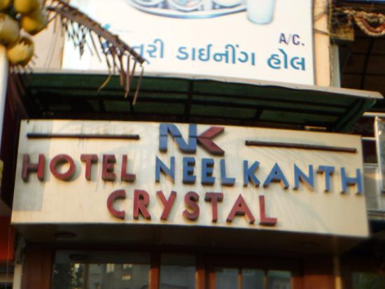 Hotel Neelkanth Crystal: Front view of the Hotel