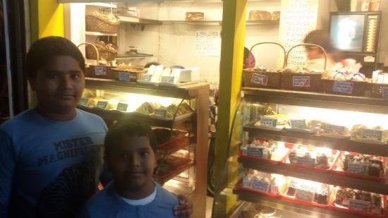 Cakes Bakery Shop In Kolkata