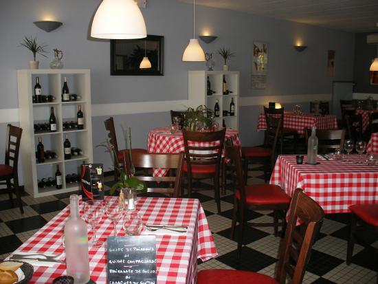 Estang, France : Restaurant