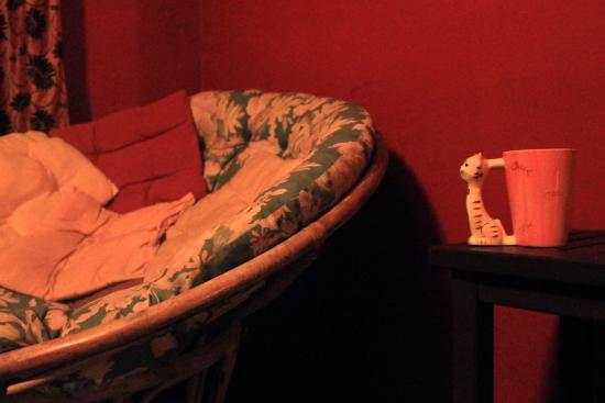 ThreeHouse Bed & Breakfast: Enjoying tea in the reading room