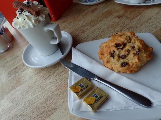 Fleur Cafe: Gluten free fruit scone