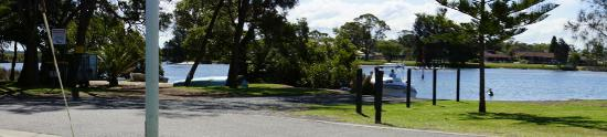 Tuncurry, Austrália: Showing the distance to the river from the waterfront van site