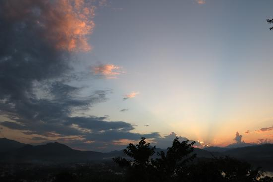 Mekong Holiday Villa by Xandria: sunset, view from mouth phousi
