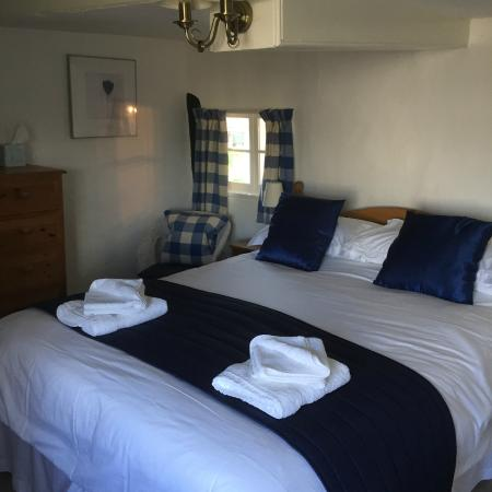 Colyton Holiday Cottages - White Cottage: Cosy Room 4