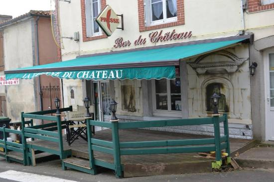 Apremont, Frankrijk: Outside of La Taverne Du Chateau