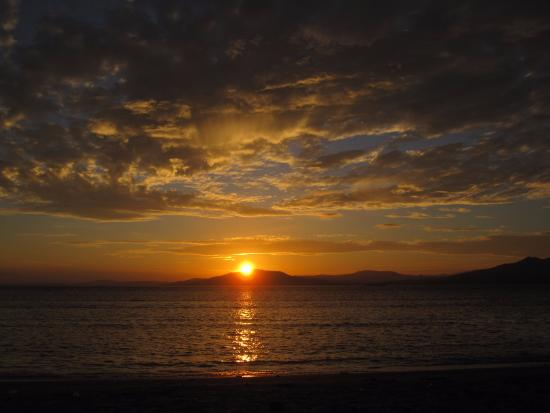 M.C. Dive Bunaken : L'alba vista dal MC Cottage - favolosa