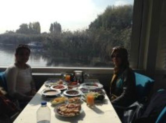 Beykoz Golbasi: göl manzaralı kapalı bahçe