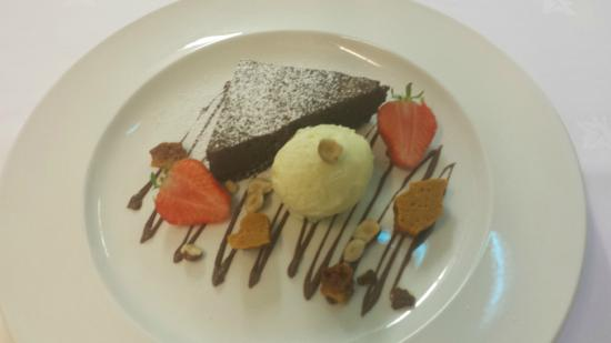 Dunderry Lodge Restaurant: Chocolate and hazelnut brownie