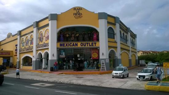 Avenida Kukulkan: Plaza La Fiesta, en Avenida Kukulkán