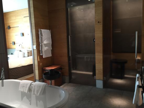 Salle de bains (douche et wc) - Bild von The Chedi Andermatt ...