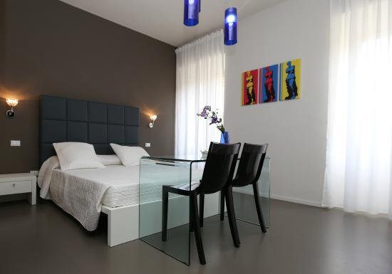 arredo camera da letto - picture of residenza crescenzio, rome ... - Arredo Camera Da Letto