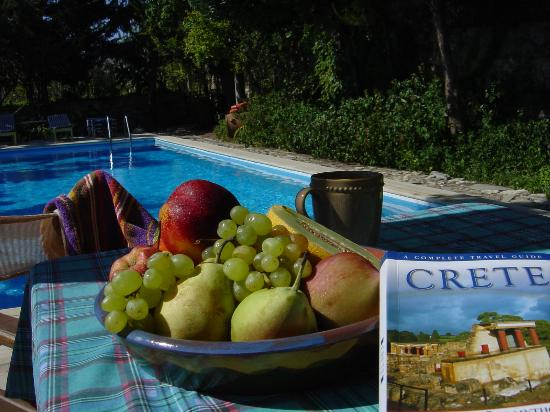 Episkopi, Grecia: By the pool