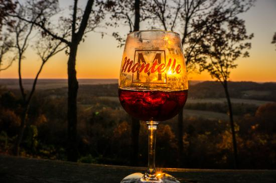 Augusta, MO: Sunset at Montelle Winery