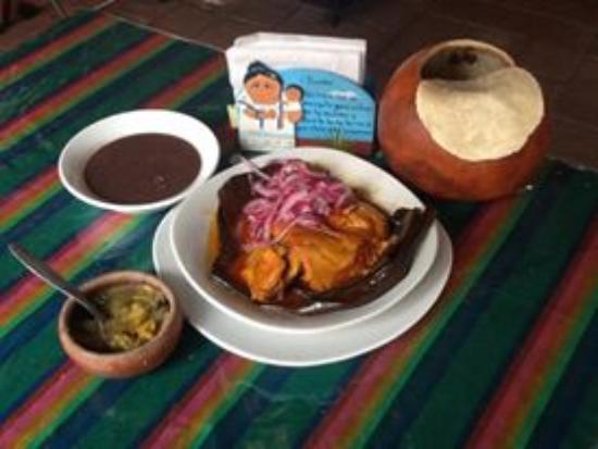 Rincon Yucateco: Pollo Pibil