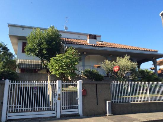 B&B Bellusci: front house